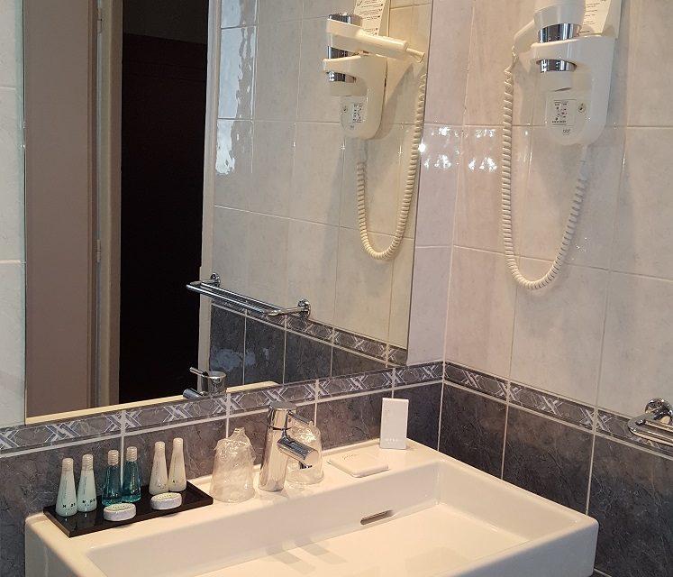 Hôtel Saint Cyr Étoile image bathroom