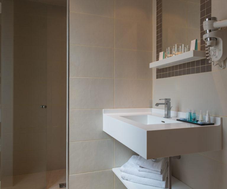 Hôtel Saint Cyr Étoile image Salle de bain